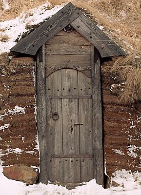 Viking house front door & Hurstwic: Turf Houses in the Viking Age